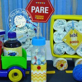 Chá de Bebê Menino - Carros e Transportes - Mamadeiras decorativas