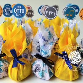 Kit Festa Infantil Rock and Roll  - trouxinhas de tecido com bombom Sonho de Valsa e mini toppers para doces