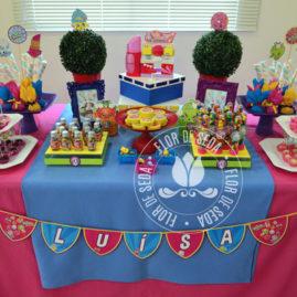Mesa decorada com o Kit festa infantil ShopKins