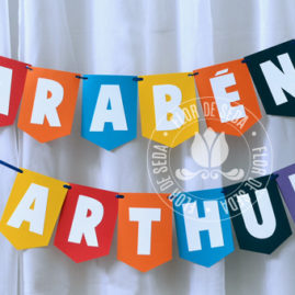 Kit festa infantil Colorida - Varal de Bandeirolas em papel