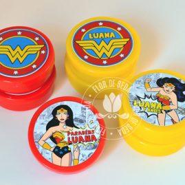 Kit festa infantil Mulher Maravilha - latinhas de plástico